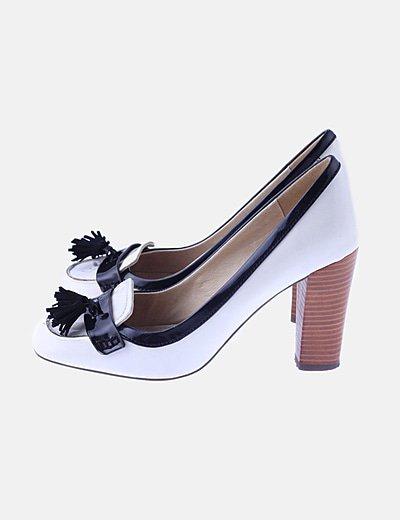 Zapato blanco tacón detalles negro