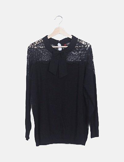 Suéter tricot negro escote crochet