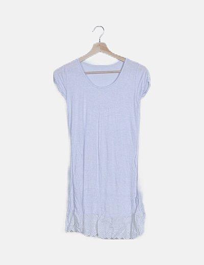 Camiseta lila con encaje