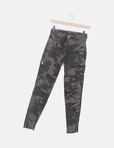 Bershka Pantalon Pitillo Estampado Militar Descuento 48 Micolet