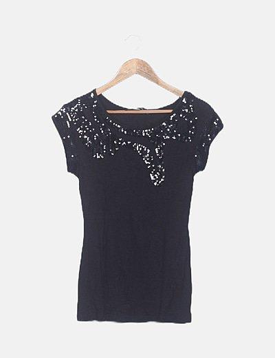 Camiseta fluida negra con paillettes