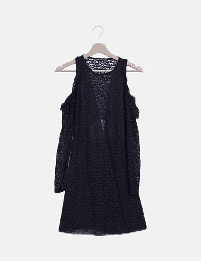 Vestido de encaje negro hombros descubiertos