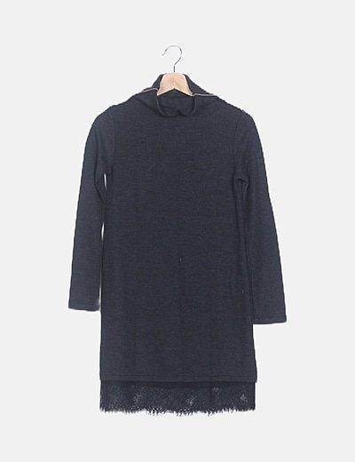 Vestido cuello vuelto negro detalle encaje