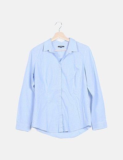 Camisa azul de rayas abotonada