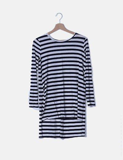 Camiseta larga blanca y azul de rayas