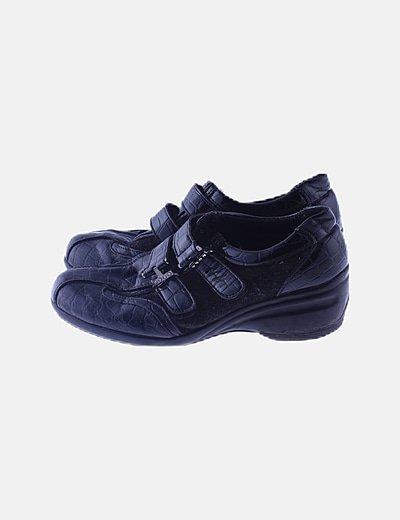 Zapatos negros combinados