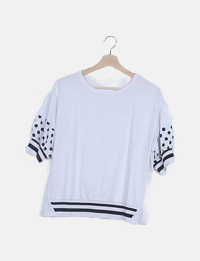 Camiseta blanca con elástico estampado