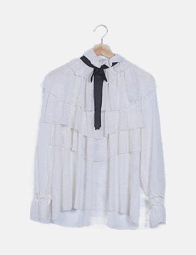 Blusa blanca volantes detalle lazo negro