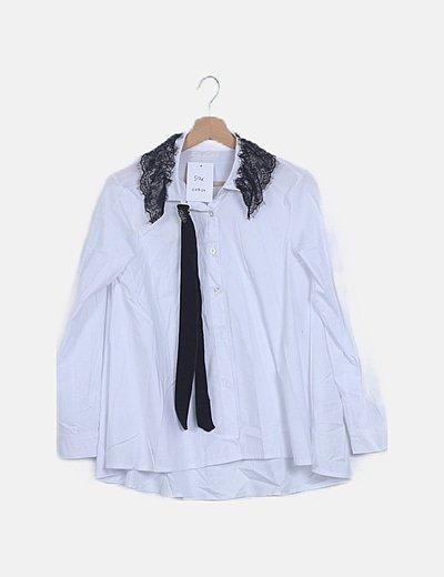 Camisa blanca cuello puntilla