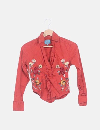 Blusa estampada flor bordada