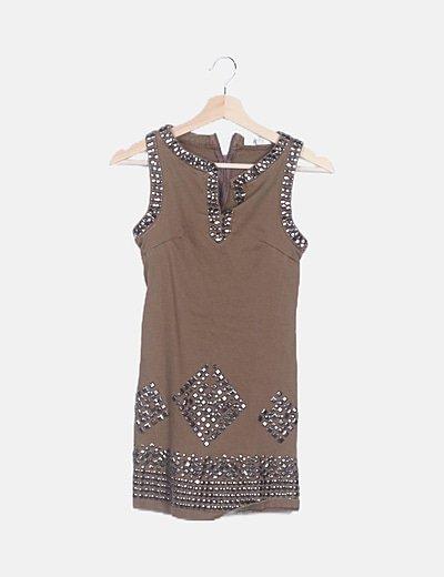 Vestido marrón tachas
