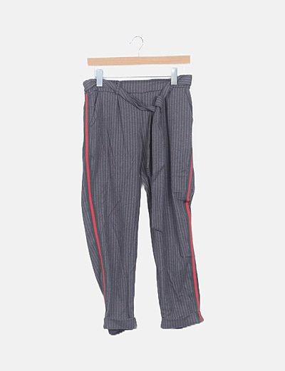 Pantalón gris raya lateral