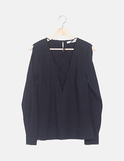 Camiseta negra lace up