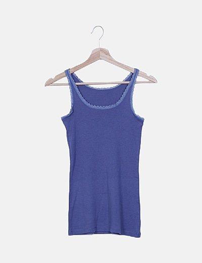 Camiseta azul detalle encaje