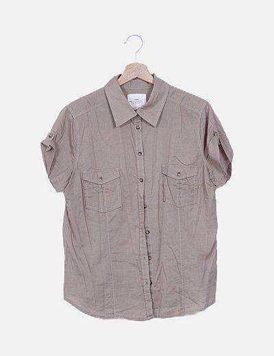 Camisa beige básica