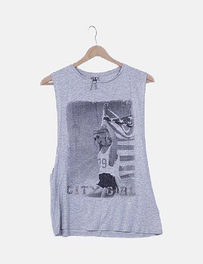 Camiseta gris jaspeada con print