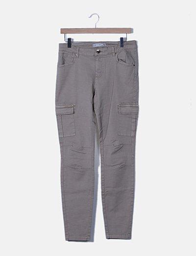 Pantaloni dritti Amisu
