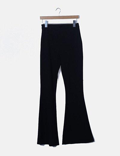 Pantalón campana negro detalle bolsillos