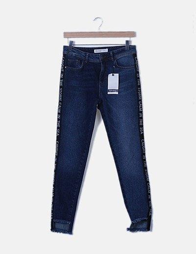 Jeans denim detalle raya