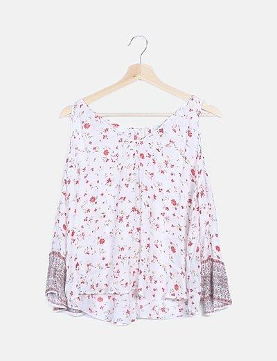 Blusa floral detalle estampado vintage