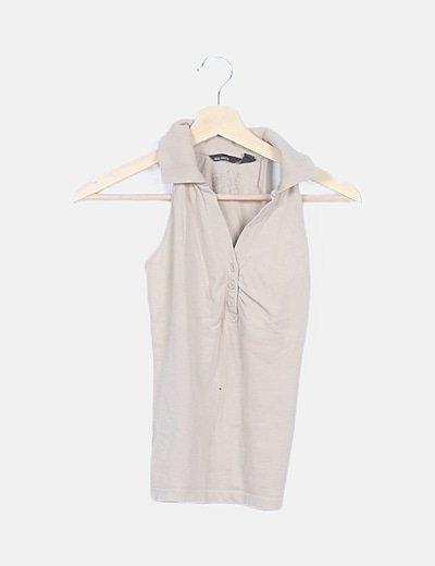 Camiseta beige cuello camisa