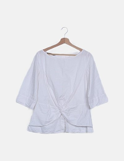 Blusa blanca detalle nudo