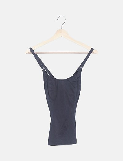 Camiseta negra con aros