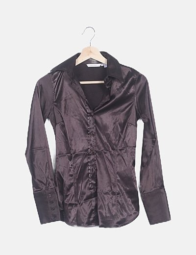 Camisa satén marrón oscuro