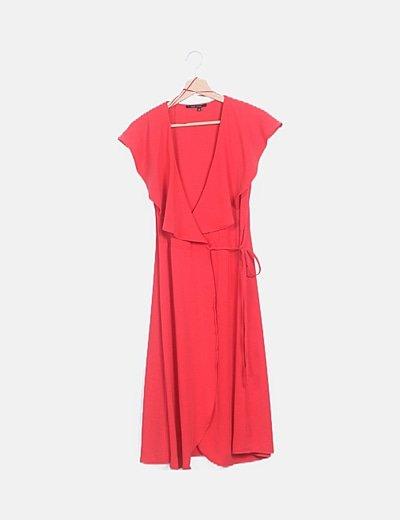 Vestido fluido rojo detalle volantes