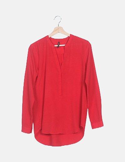 Blusa fluida roja asimétrica