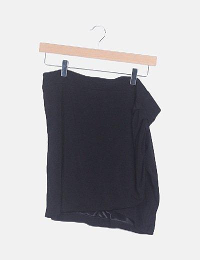 Falda fluida negra cruzada