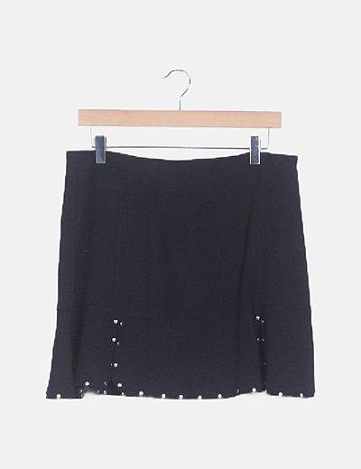 Falda midi negra con tachas