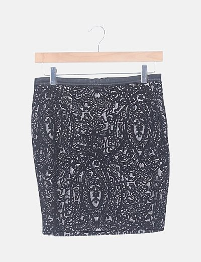 Falda mini negra bordado floral