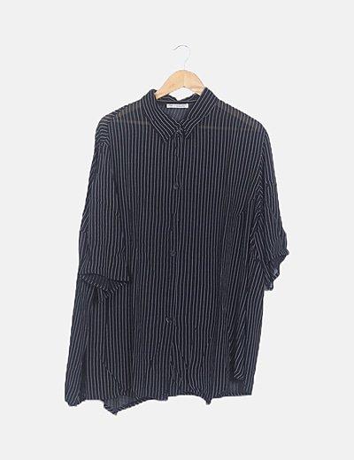 Camisa negra semitransparente de rayas