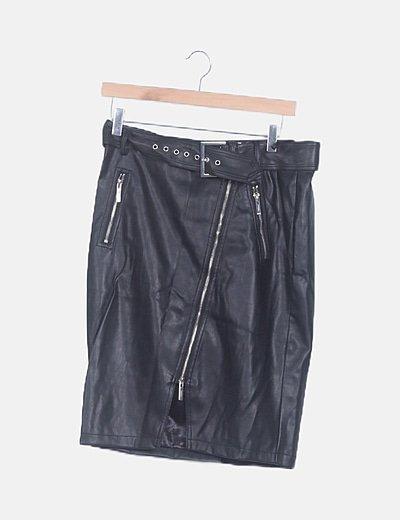 Falda midi polipiel con cinturón