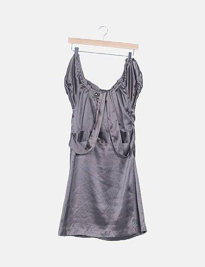 Vestido satén gris con strass
