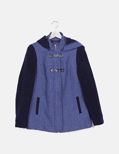 Chaqueta estampada azul capucha