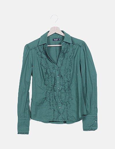 Camisa verde detalles escote