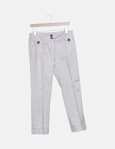 Pantalón pinzas beige detalle botones