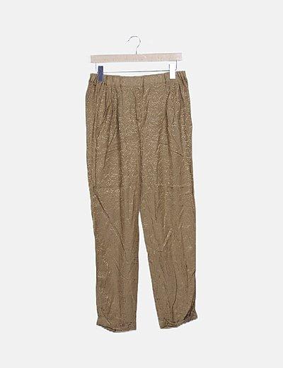 Pantalón pinzas fluido marrón satinado
