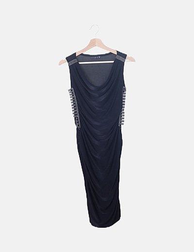Vestido negro drapeado con strass