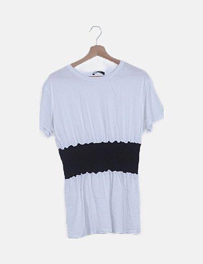 Camiseta blanca con fruncido