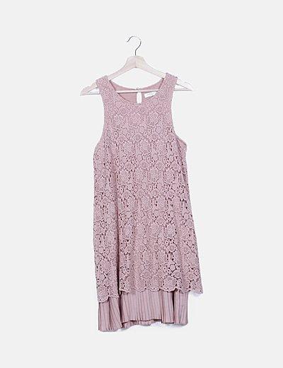 Vestido crochet rosa detalles plisados