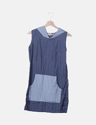 Vestido sin mangas azul satinado