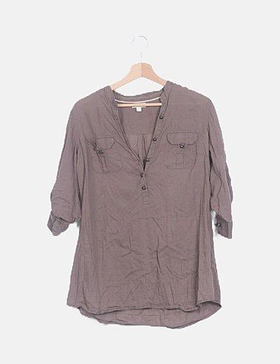 Blusa marrón con bolsillos