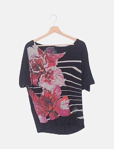 Camiseta negra estampado combinado strass