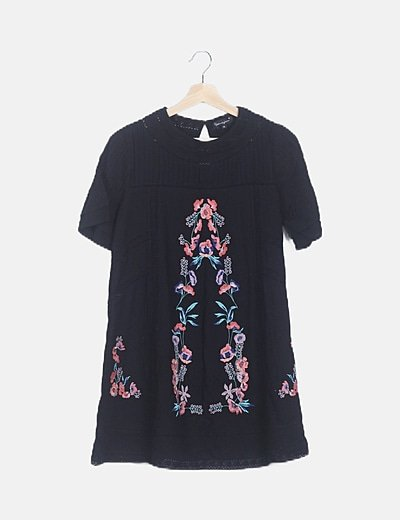Vestido negro bordado floral detalle crochet