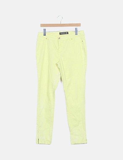 Pantalón pitillo amarillo