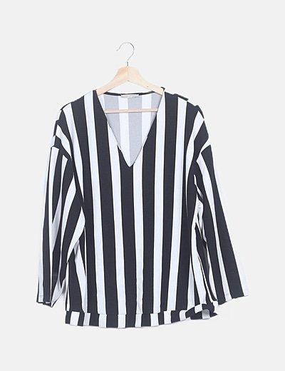 Camiseta rayas negras