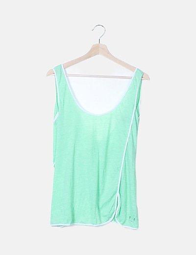 Camiseta básica verde escote espalda